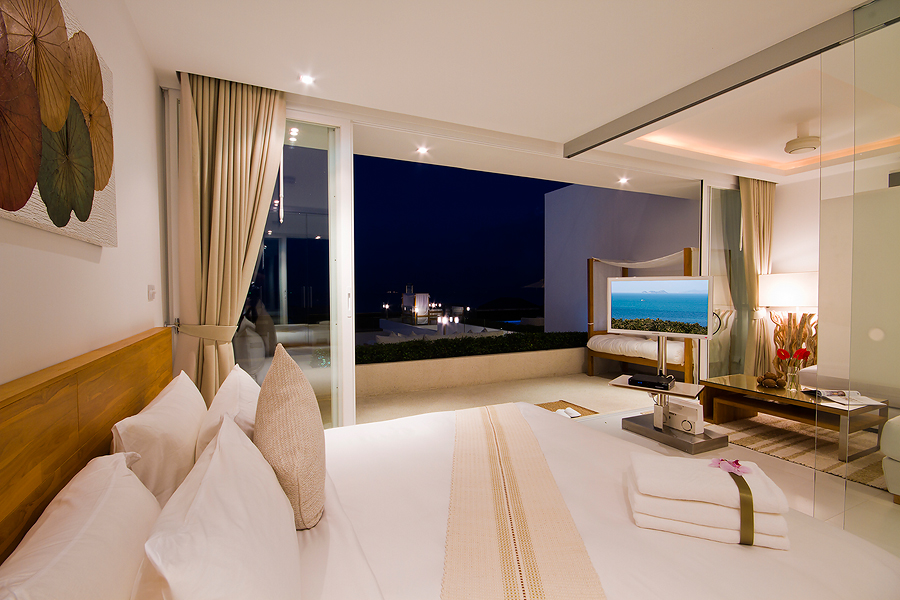 Luxury one bedroom pool and terrace suite king size bed Koh Samui